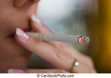 Fumar, mujer, cigare
