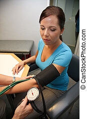 Doctor at the blood pressure - Physician Stehtoskop measure...