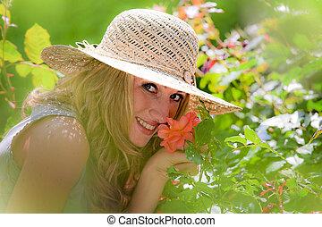 mulher, cheirando, rosÈ, jardim