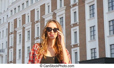 Girl smiling in sunglasses - Outdoor fashion portrait summer...