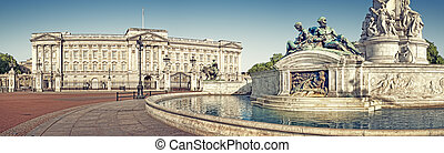 Panoramic picture of Buckingham Palace and Victoria...