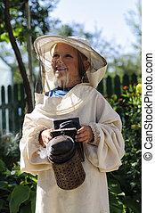 joven, apicultor, niño, Utilizar, Un, fumador, en,...