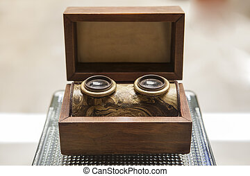 Old wooden stereogram viewer built in wooden box. XIX...