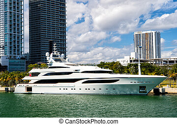 miami, luxury yacht in dock - Downtown Miami along Biscayne...