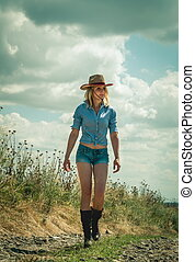 pretty woman in cowboy hat outdoors