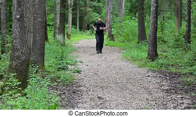 Runner on forest trails with epigastric pain