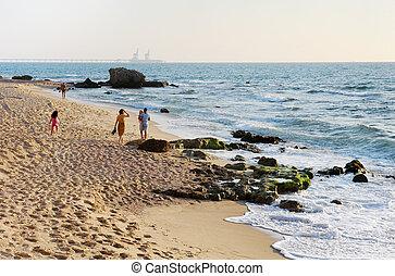 gyalogló, tengerpart, mentén