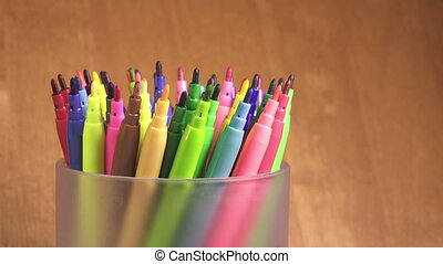 Felt-tip pens are rolled in a support,