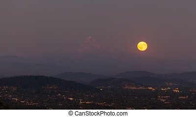 Timelapse of moonrise in Portland