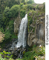 Cavaterra waterfall in Nepi - Cascata dei Cavaterra...