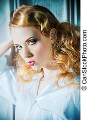 retro hairstyle - Gorgeous fashion model posing in luxurious...