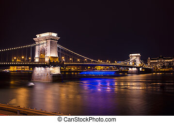 Chain Bridge at night in Budapest