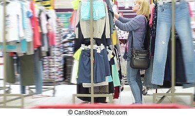 Young woman shopping trip - Beautiful caucasian woman...
