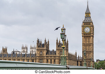 Big Ben and parliament houses on a cloudy morning