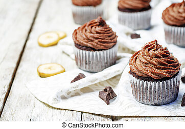 Vegan chocolate banana cupcakes with chocolate cashew cream...
