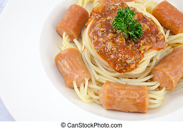 Spaghetti in sausage with bolognese sauce