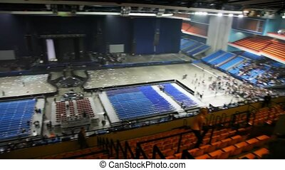 review of an empty concert hall and leaving spectators