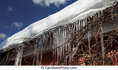 Icicles on the roof time lapse