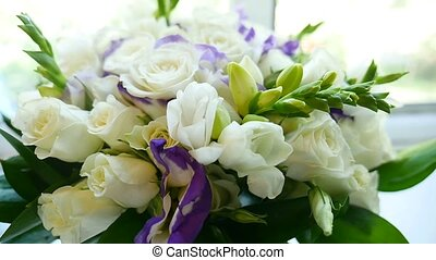 video small bouquet of white roses on the window - video...