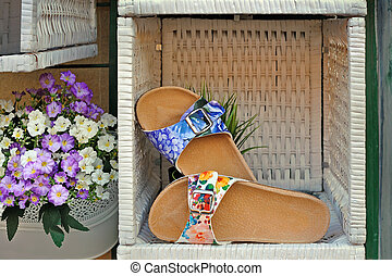 Womens sandals with floral print in woven box - Womens...