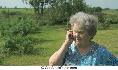 Old woman 80s tells on the mobile phone - Old woman 80s...