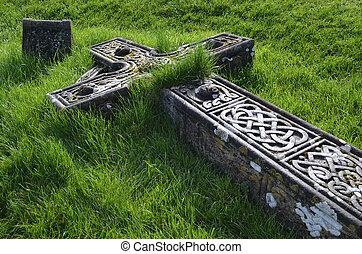 Overgrown Cross Ruins