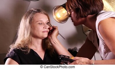 Makeup artist working with makeup - Makeup artist makes...
