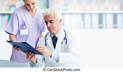 Medical staff working in the office - Professional doctor...