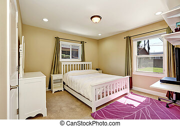 Nice bedroom in small American craftsman style home