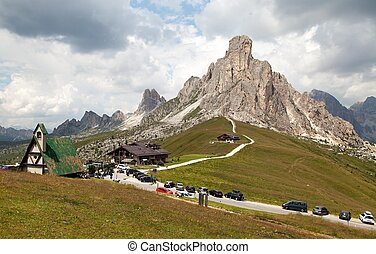 Passo Giau and mount Ra Gusela, Italien European Alps -...