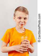 ENGRAÇADO, pequeno, Menino, Palha, através, fresco, bebendo,...