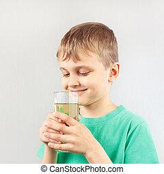 Menino, pequeno, limonada, vidro, fresco, loiro