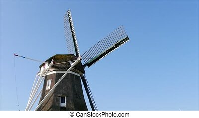 Rotate head of historic windmill - Rotating the head with...