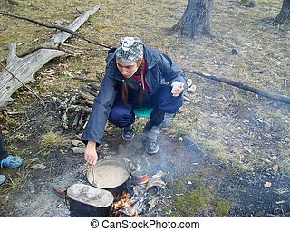 dinner in mountain; girl; tourist; meal; cook
