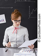 Found a crucial mistake - Woman analyst sitting in the...