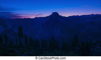 Sunrise at Half Dome Yosemite National Park Glacier Point -...