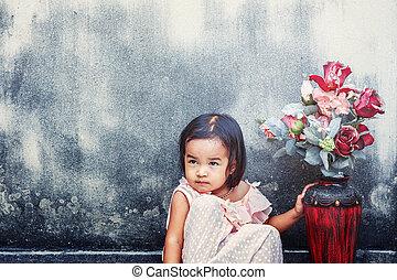 menina, flores, vaso
