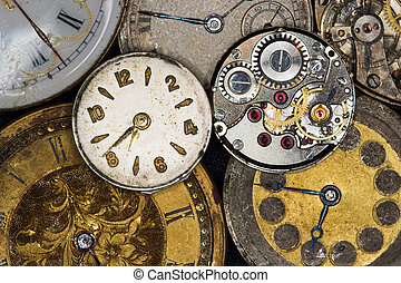 Antique watches - Seven antique watches, two of them with...