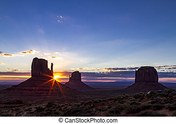 Monument Valley Navajo Tribal Park - Gorgeous sunrise over...