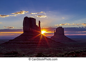 Monument Valley Navajo Tribal Park - Beautiful sunrise...