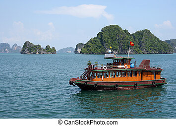 Halong bay Vietnam - Junkboat in Halong Bay, North Vietnam