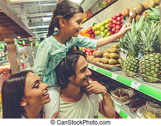 Family in the supermarket - Beautiful young parents and...