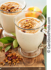 Apple pie smoothie with cinnamon and granola