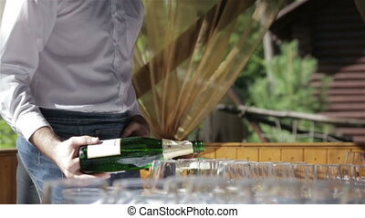 The bartender pours champagne,video full HD