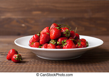 Strawberries on the plate - Full plate of ripe fresh...