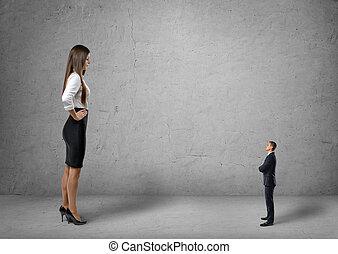 posición, mujer de negocios, joven, frente, grande, pequeño,...