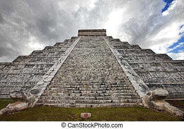 Kukulkan Pyramid in Chichen Itza on