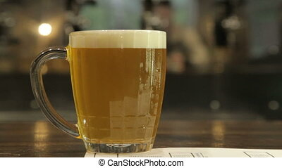 Measurement of the foam's height in a beer mug in the pub