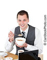 jovem, homem negócios, comer, cereais