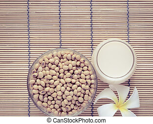 Fresh Soy milk with soybean seeds - Fresh Soy milk (Soya...